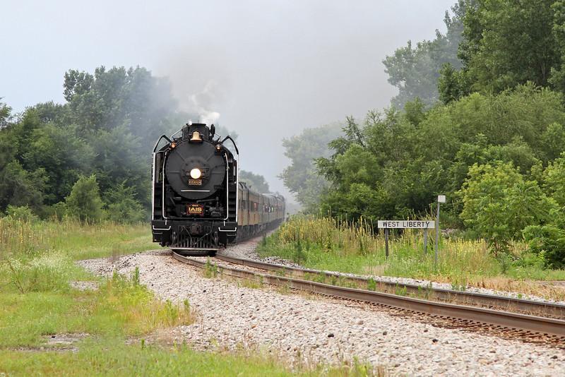 Iowa Interstate QJ 6988 at West Liberty, Iowa
