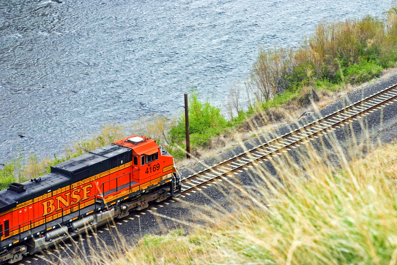 BNSF by the river