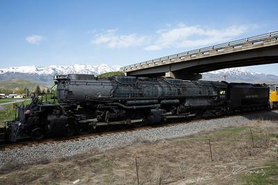 Union Pacific locomotive 4014 leaving Ogden, Utah