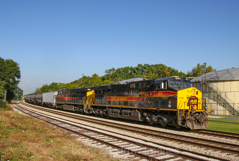 An Iowa Interstate ethanol train passes through New Lenox, 9-16-18.