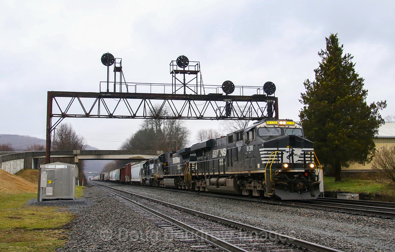 Eastbound manifest freight at Summerhill, 4-5-19.