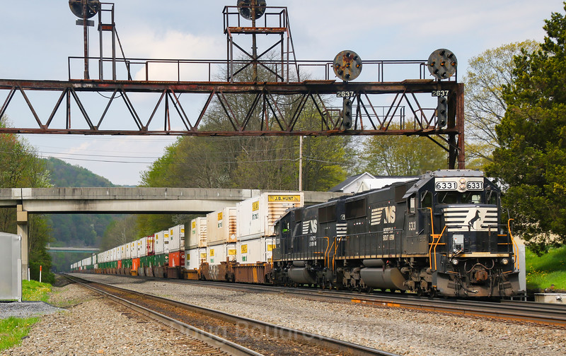 A helper set pushes a Westbound intermodal train through Lilly, 5-12-18.