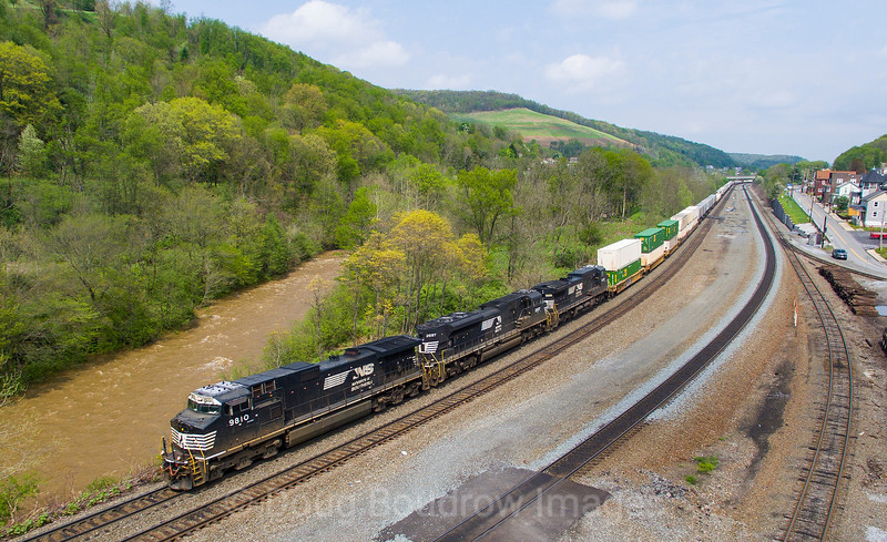 NS Train 21M heads West through South Fork. This town is famous for the 1889 incident in which the South Fork dam failed, flooding nearby Johnstown and killing over 2,000 people, 5-13-18.