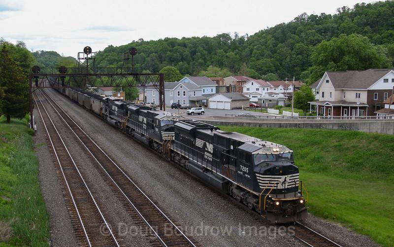 Coal Shuttle C47 passes under the now extinct signals at Summerhill, 5-23-19.