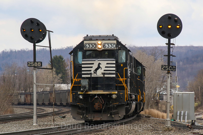 A four pack of SD40E helper locomotives shoves loaded coal drag 590 up the West Slope of the Allegheny Mountains past the soon to be extinct color position lights at Portage, 4-6-19