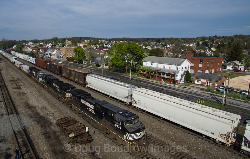 Westbound intermodal at The Station Inn in Cresson, 5-10-18.