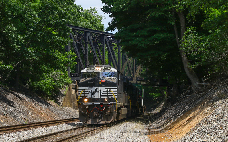 Westbound intermodal train 201 (Rutherford, PA to Rossville, TN) passes under the old Virginian at Wabun, 5-27-17.