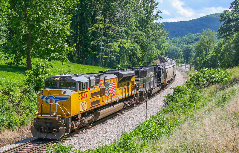 Northbound empty grain with a Up leader at Boones Mill, 5-30-17.