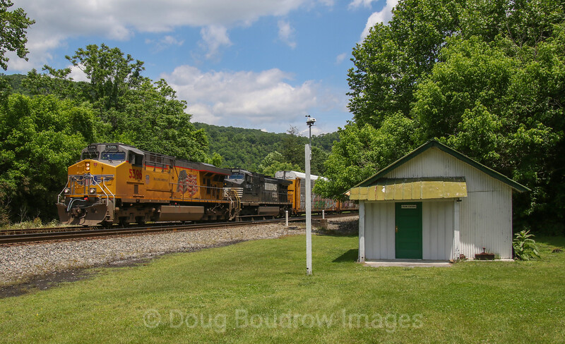 UP Power leads empty rack  train 27V (Walkerville, NC to Shelbyville, KY) through Elliston, 5-26-17.
