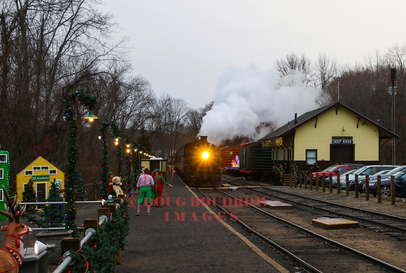 """Valley #3025 is a 1989 Chinese Mikado that is rebuilt to resemble a New Haven Railroad Class J-1. Here the train is seen arriving at """"The North Pole"""" in Deep River"""