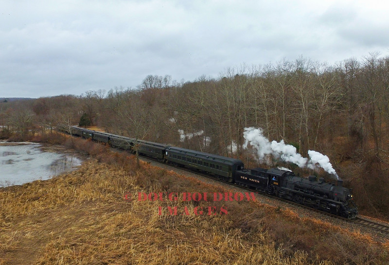 Valley #3025 is a 1989 Chinese Mikado that is rebuilt to resemble a New Haven Railroad Class J-1. Here the train is seen passing Pratt Cove.