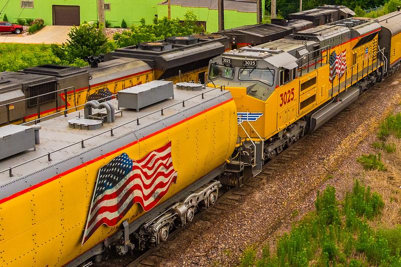 Patriotic Artwork on UP 4014's second modern water tender and on its helper diesel locomotive UP 3025.