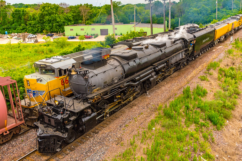 UP 4014 Big Boy about to pass under the 35th Street Bridge.