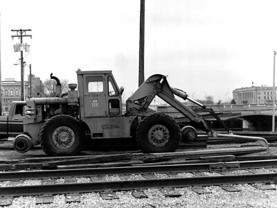 015-construction_equipment-dsm-11sep82-002-bw-2006