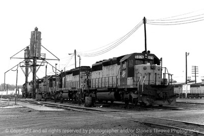015-railroad_engine-dsm-28nov82-003-bw-2010
