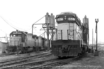 015-railroad_engine-dsm-28nov82-003-bw-2009