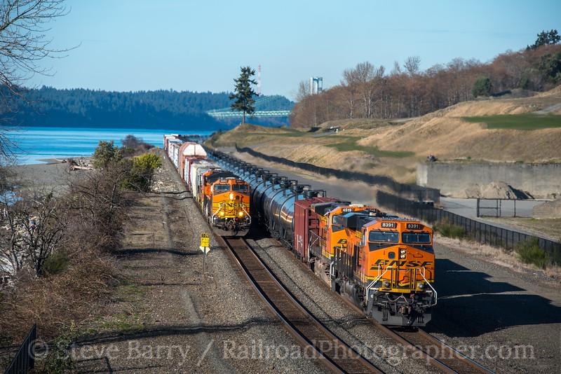Photo 4615<br /> BNSF Railway<br /> Chambers Bay, University Place, Washington<br /> March 20, 2018
