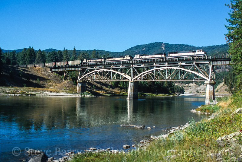 Photo 4487<br /> Burlington Northern & Santa Fe (on Montana Rail Link)<br /> Donlan, Montana<br /> September 2000
