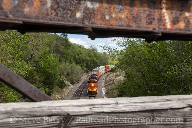 Photo 2883<br /> BNSF Railway; Wacker, Illinois<br /> April 16, 2012