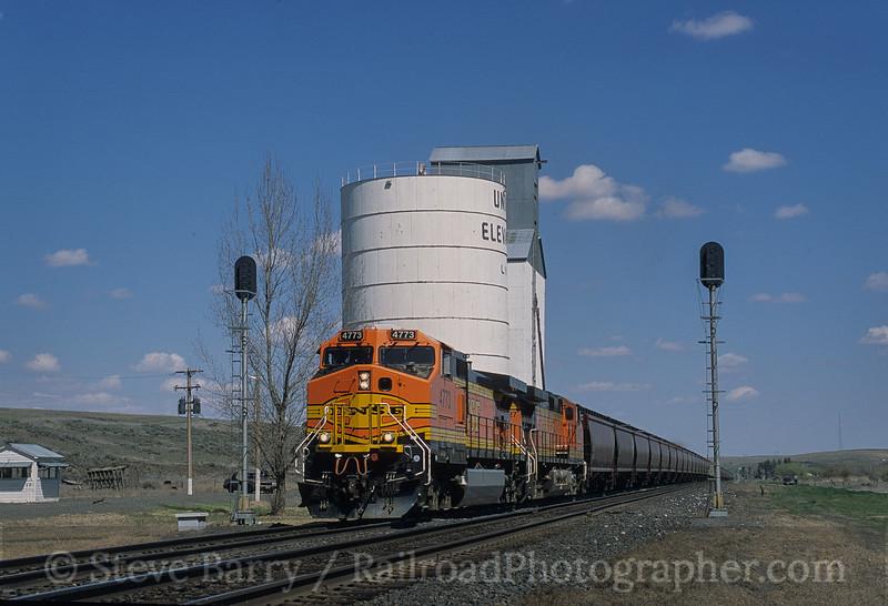 Photo 4173<br /> Burlington Northern & Santa Fe; Paha, Washington<br /> April 2001