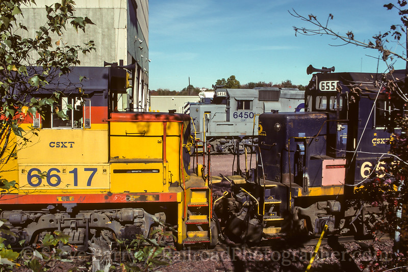Photo 4575<br /> CSX Transportation<br /> Bryan Park Engine Terminal, Richmond, Virginia<br /> October 1990