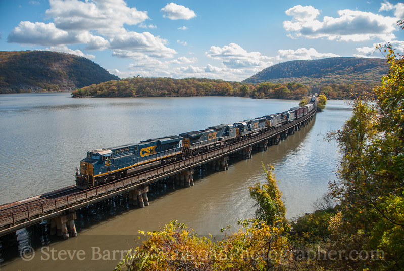 Photo 3243<br /> CSX Transportation; Bear Mountain, New York<br /> October 30, 2014