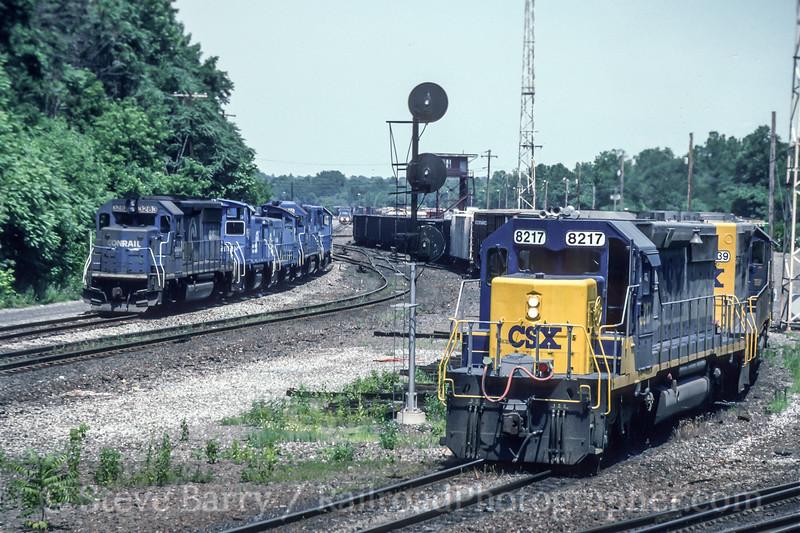Photo 5229<br /> CSX Transportation and Conrail<br /> Allentown, Pennsylvania<br /> June 1993