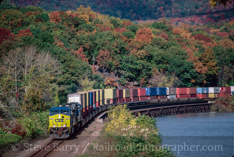 Photo 2103<br /> CSX Transportation; Iona Island, Fort Montgomery, New York<br /> October 25, 1999