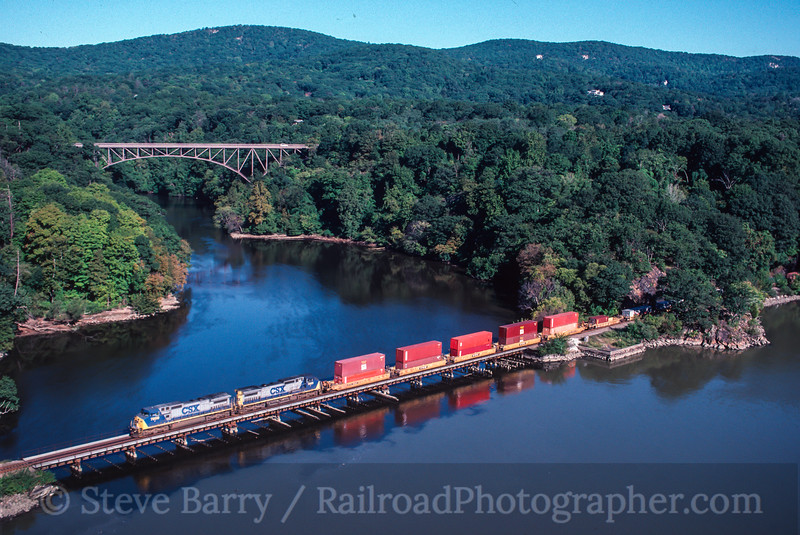 Photo 2142 CSX Transportation; Bear Mountain, Fort Montgomery, New York September 18, 1999