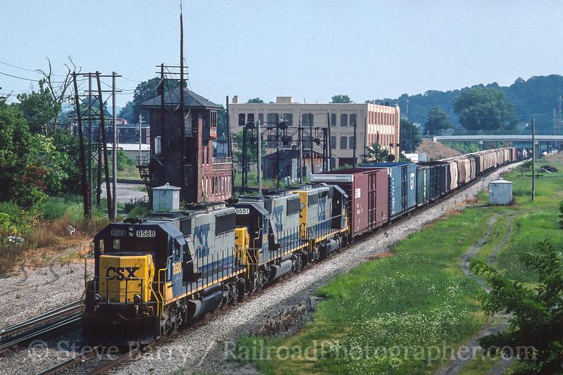Photo 4553<br /> CSX Transportation<br /> KC Junction, Covington, Kentucky<br /> August 1998
