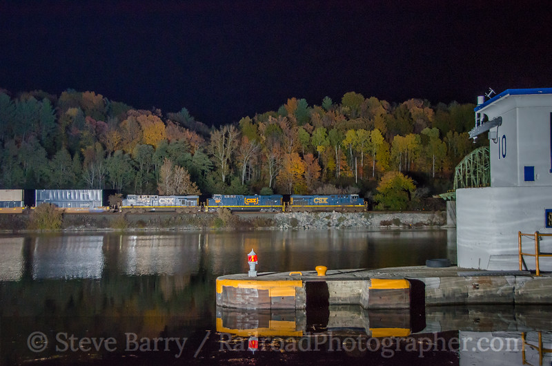 Photo 3530<br /> CSX Transportation; Lock 10, Amsterdam, New York<br /> October 23, 2015