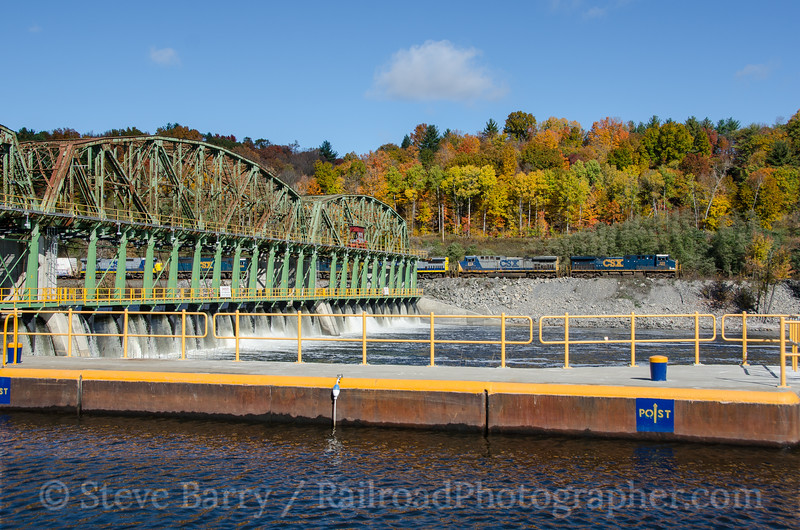 Photo 3529<br /> CSX Transportation; Lock 10, Amsterdam, New York<br /> October 23, 2015