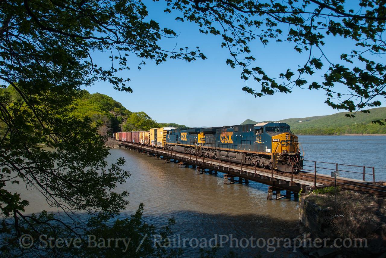 Photo 2565<br /> CSX Transportation; Fort Montgomery, New York<br /> April 29, 2012