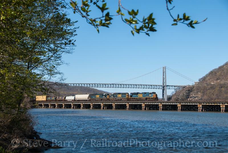 Photo 2685<br /> CSX Transportation; Bear Mountain, New York<br /> April 6, 2012
