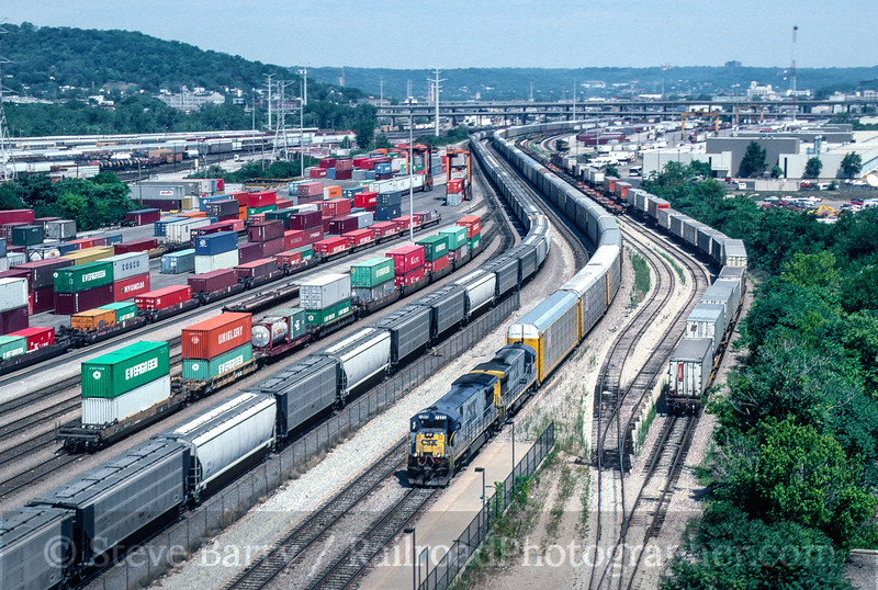 Photo 5422<br /> CSX Transportation<br /> Cincinnati, Ohio<br /> August 1999