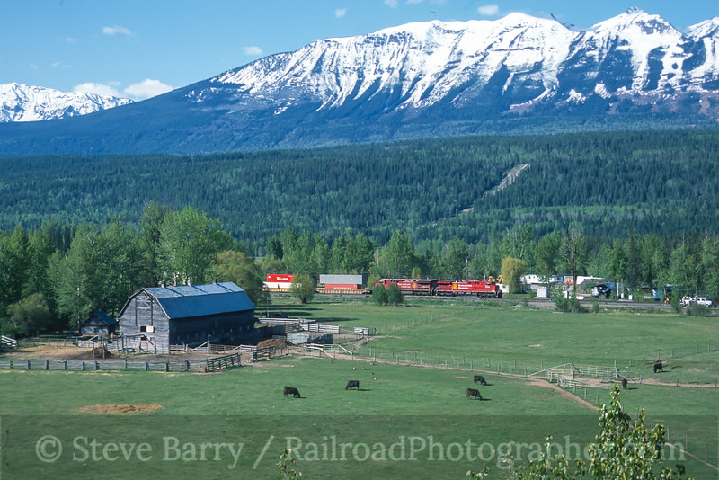Photo 4195<br /> Canadian Pacific; Golden, British Columbia<br /> May 2004