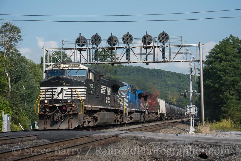 Photo 4314<br /> Norfolk Southern<br /> Fostoria, Pennsylvania<br /> September 17, 2017