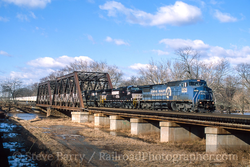 Photo 5421<br /> Norfolk Southern<br /> Manville, New Jersey<br /> February 2001