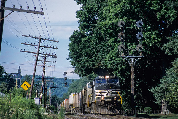 Photo 4206 Norfolk Southern (on Canadian Pacific); Afton, New York August 2005