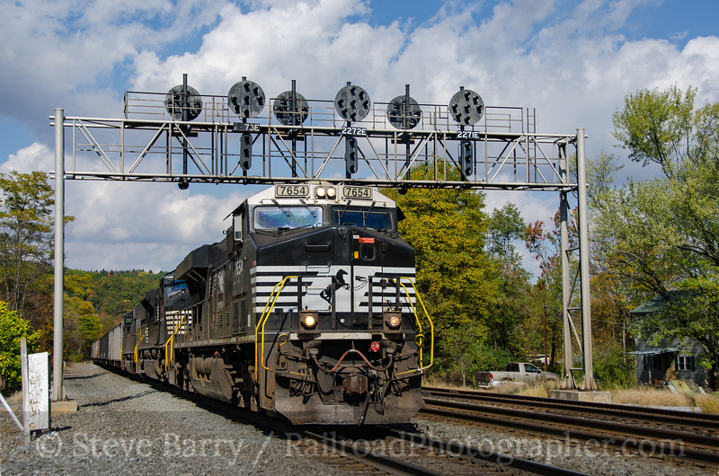 Photo 3982<br /> Norfolk Southern; Fostoria, Pennsylvania<br /> October 19, 2016