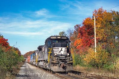 Photo 4996<br /> Norfolk Southern<br /> Three Bridges, New Jersey<br /> October 2000