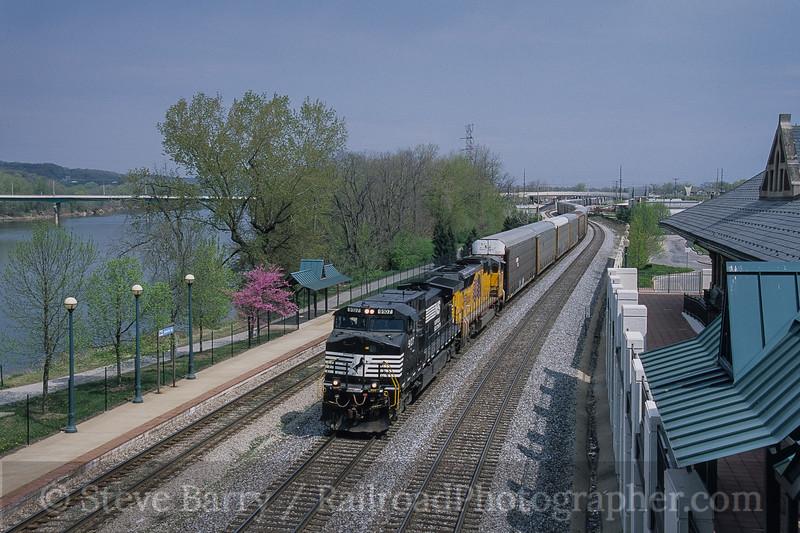 Photo 4205<br /> Norfolk Southern; Lafayette, Indiana<br /> April 2005