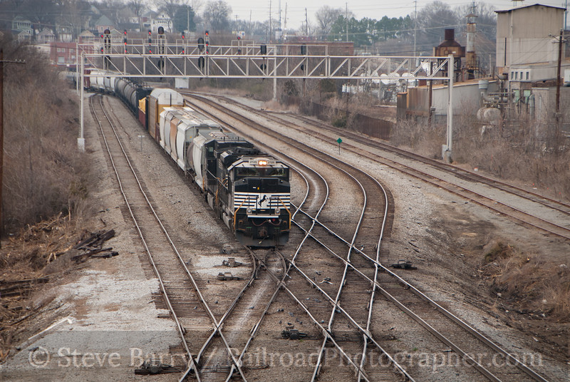 Photo 2012<br /> Norfolk Southern; 27th Street, Chattanooga, Tennessee<br /> February 18, 2011