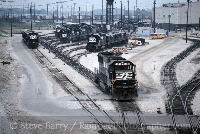 Photo 1652<br /> Norfolk Southern; Bellevue, Ohio<br /> July 18, 1993