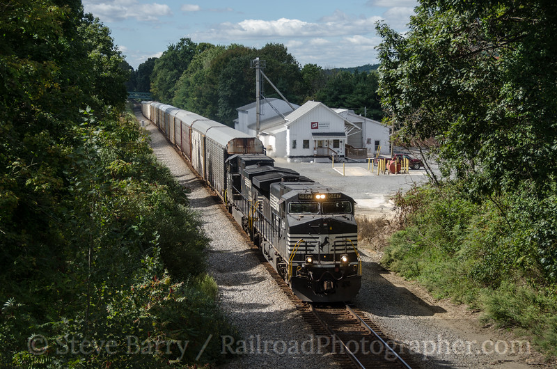 Photo 2455<br /> Norfolk Southern; Bloomsbury, New Jersey<br /> September 15, 2012