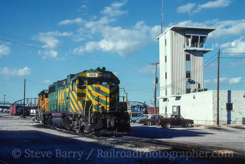 Photo 5158<br /> Union Pacific<br /> Lesperence Yard, St. Louis, Missouri<br /> June 1990