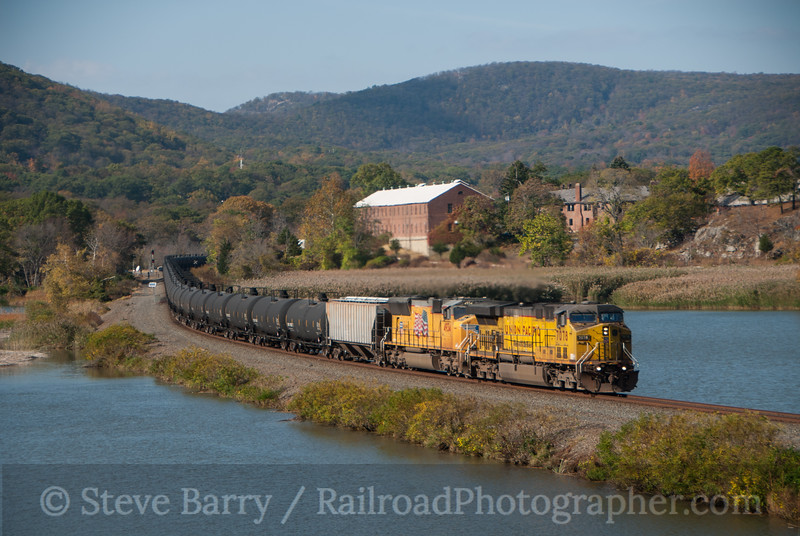 Photo 3238<br /> Union Pacific (on CSX); Iona Island, Bear Mountain, New York<br /> October 25, 2014