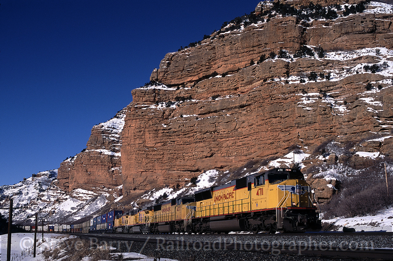 Photo 0534<br /> Union Pacific; Echo Canyon, Echo, Utah<br /> February 2004
