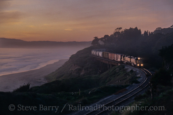 Photo 4203 Union Pacific; Manresa State Beach, La Selva Beach, California March 2005