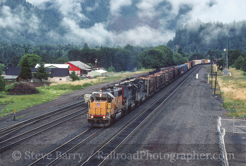 Photo 4598<br /> Union Pacific<br /> Oakridge, Oregon<br /> June 12, 1997